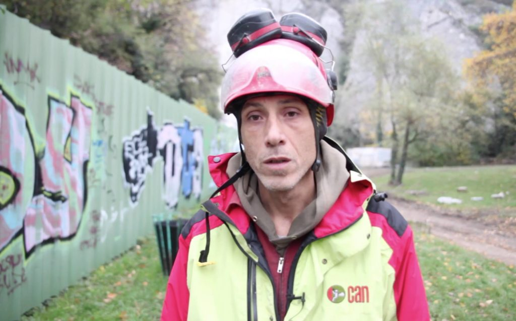 Héliportage sur le chantier de la via ferrata de Grenoble